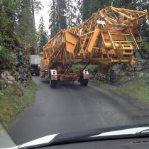 Krantransport am Pragelpass mit Lenkachse